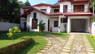 Villa for Sale in Kandy | Two Story | 42 Perch | 6km from Kandy Town | 6 Rooms |