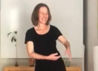 תנועות לטיפול בגב התחתון ולהנעת האגן