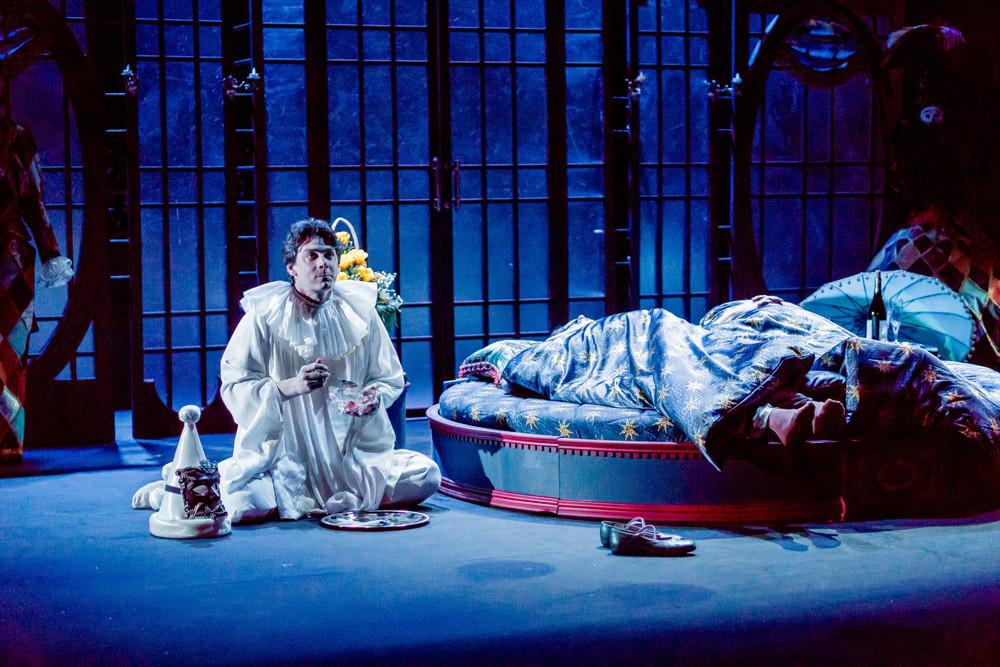 Илья Бледный в спектакле «Карнавальная ночь»