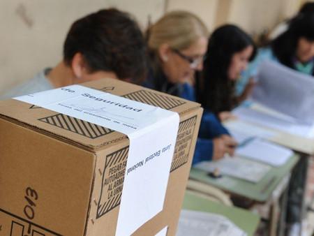 Se analiza la posibilidad de desdoblar las elecciones municipales en provincia