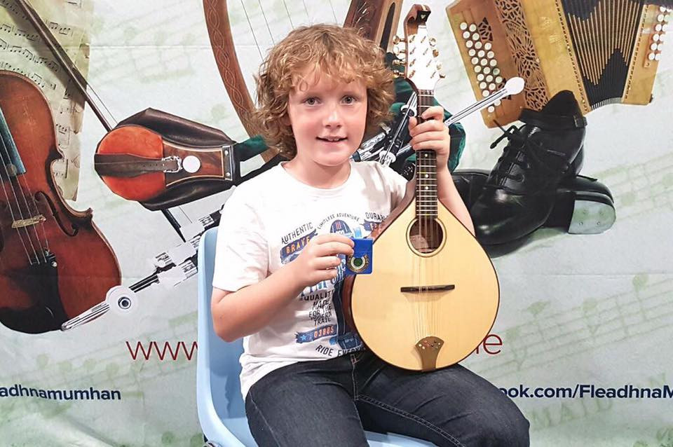 Congratulations to young mikey fealy taking 2nd place in the munster fleadh ,( under 12s) hes looks so happy with his medal in hand and armed with his custom siveen large body mandolin