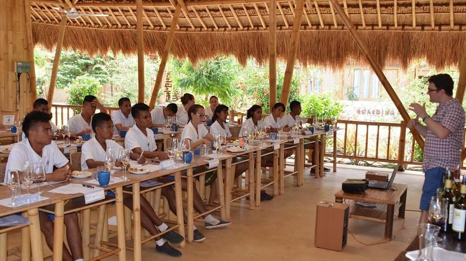 Susana Belajar di Sumba Hospitality School/Foundation