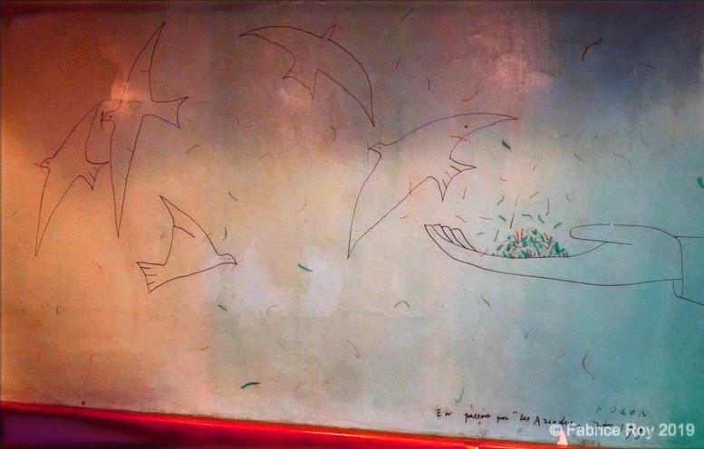 Fresque de Folon au mur de la salle du bas