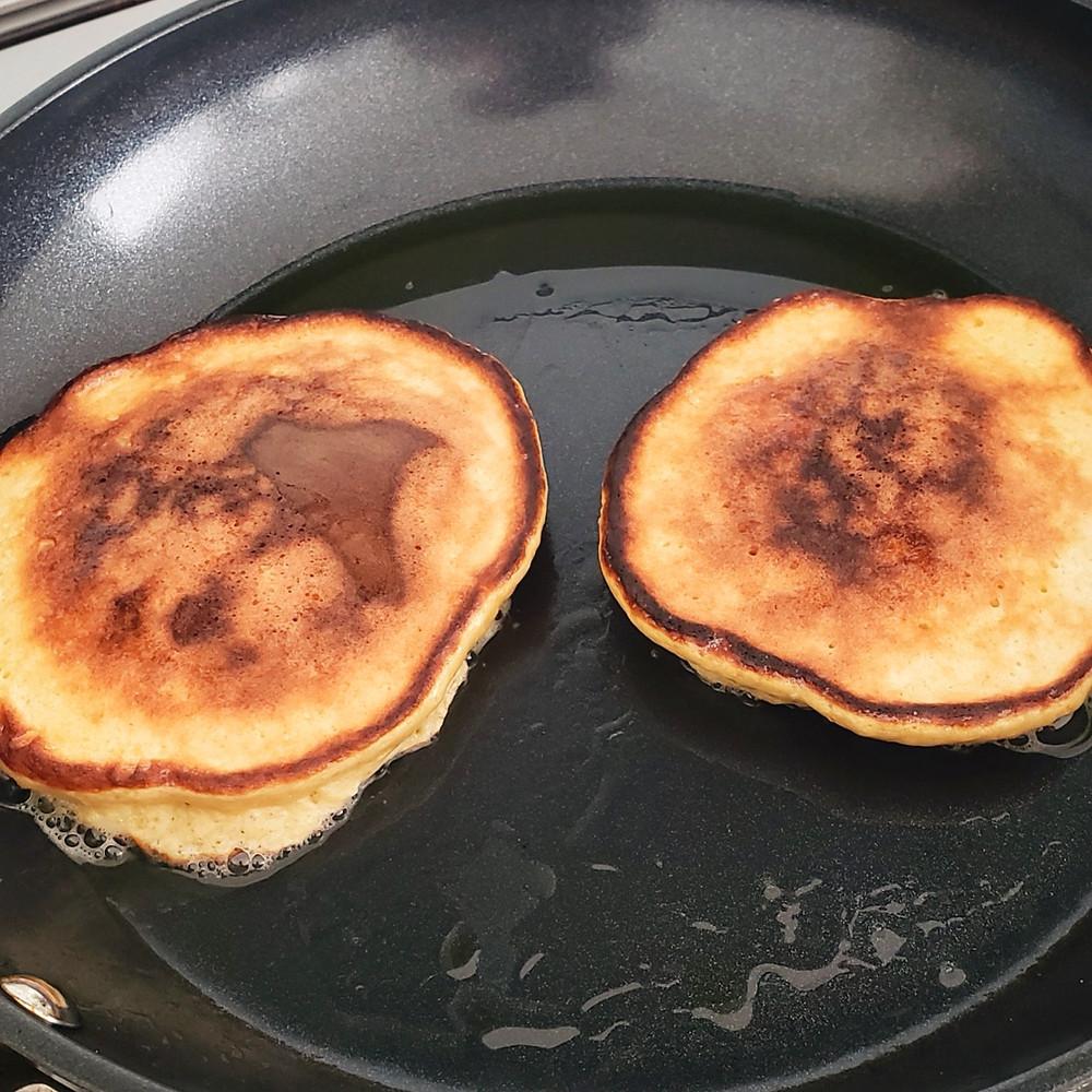 banana pancakes frying