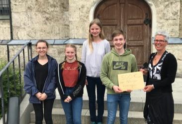 Aßlinger Firmlinge spenden 500 € an die Kinderkrebshilfe Ebersberg e.V.