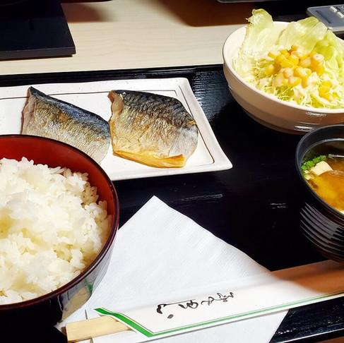 インターネットカフェ「コローレ」の絶品フードメニュー!~焼き塩サバ定食&サバ味噌定食~