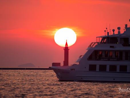 紅灯台と太陽が重なる時期は