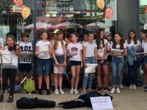 Musikaktion der Ebersberger Realschüler erbringt stolze 415,00 € für die Kinderkrebshilfe Ebersberg