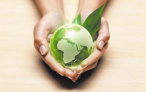 journée mondiale de l'environnement, environnement, protéger la plantête, main qui porte une terre, planète terre verte,