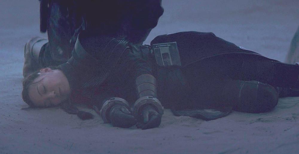 Mystery figure kneeling near Fennec Shand