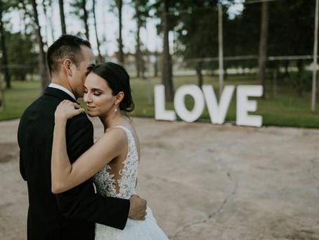 Monique + Arturo's Romantic Minimalist Wedding!