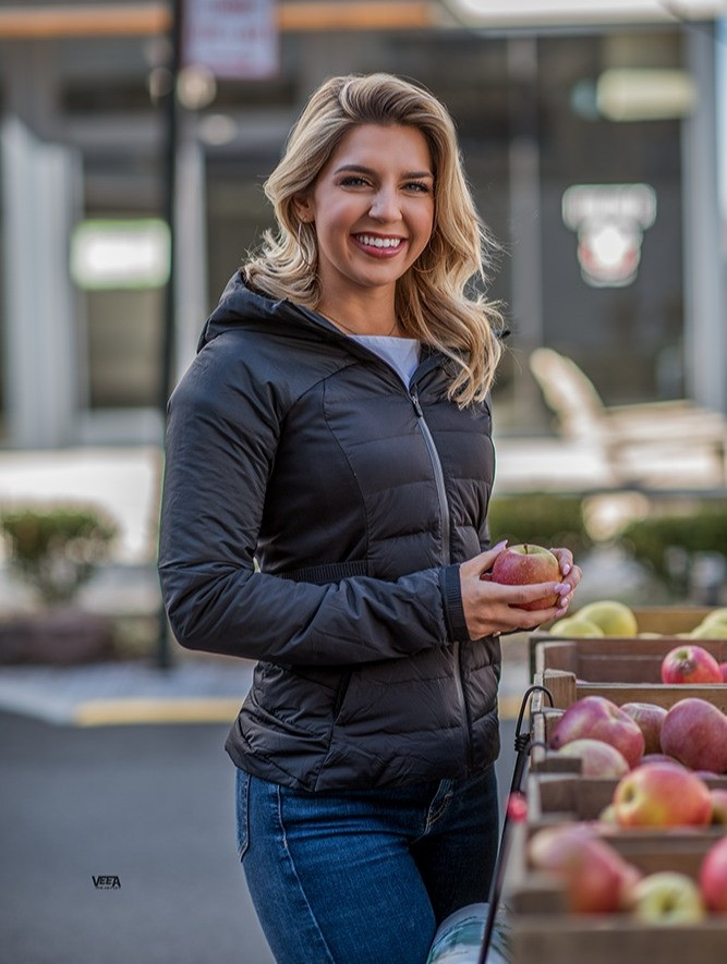 Here are my top 6 tips on how to shop your local farmers market for the healthiest in-season produce to make your tummy smile and improve your health.