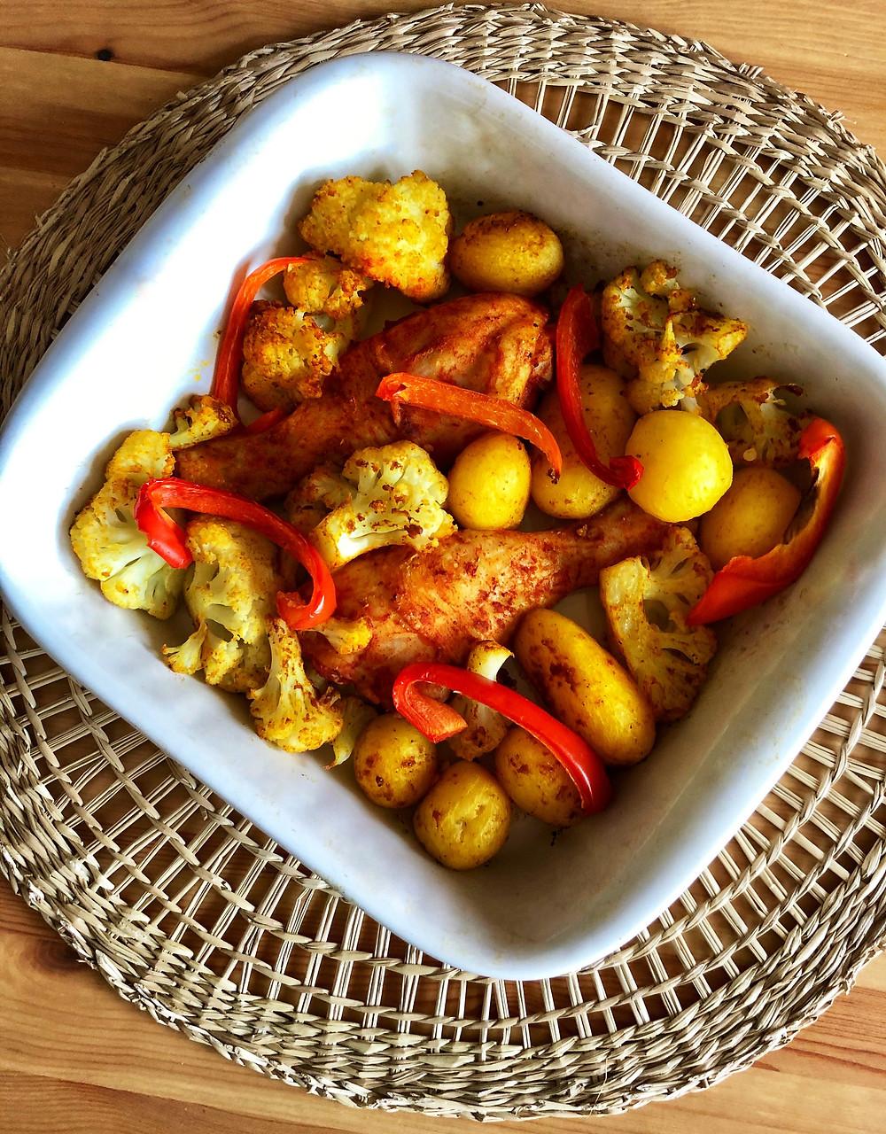Blondieskeuken, Blondies Keuken, Sam de Roos, toegankelijke recepten, makkelijke recepten, recepten, lekkere recepten, Gegrilde bloemkool, gegrilde kippenpoten, bloemkoop met ras el hanout, aardappelen groenten vlees met een twist, AVG met een twist, oma's recept, krieltjes, recept ovenschotel, recept met Ras el Hanout