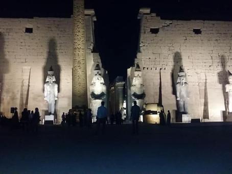 Колосс у Луксорского храма