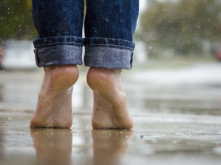 Are There Any Health Benefits of Going Barefoot?