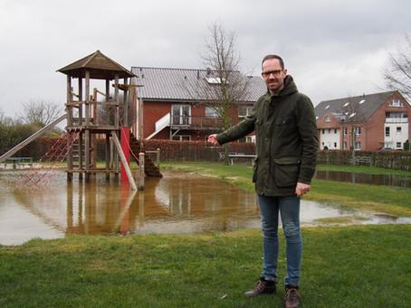CDU-Bürgermeisterkandidat Ansgar Mertens unterwegs auf den Spielplätzen unserer Stadt