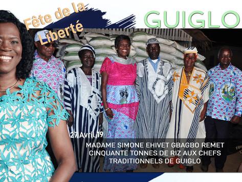 GUIGLO : MADAME SIMONE EHIVET GBAGBO REMET CINQUANTE TONNES DE RIZ AUX CHEFS TRADITIONNELS