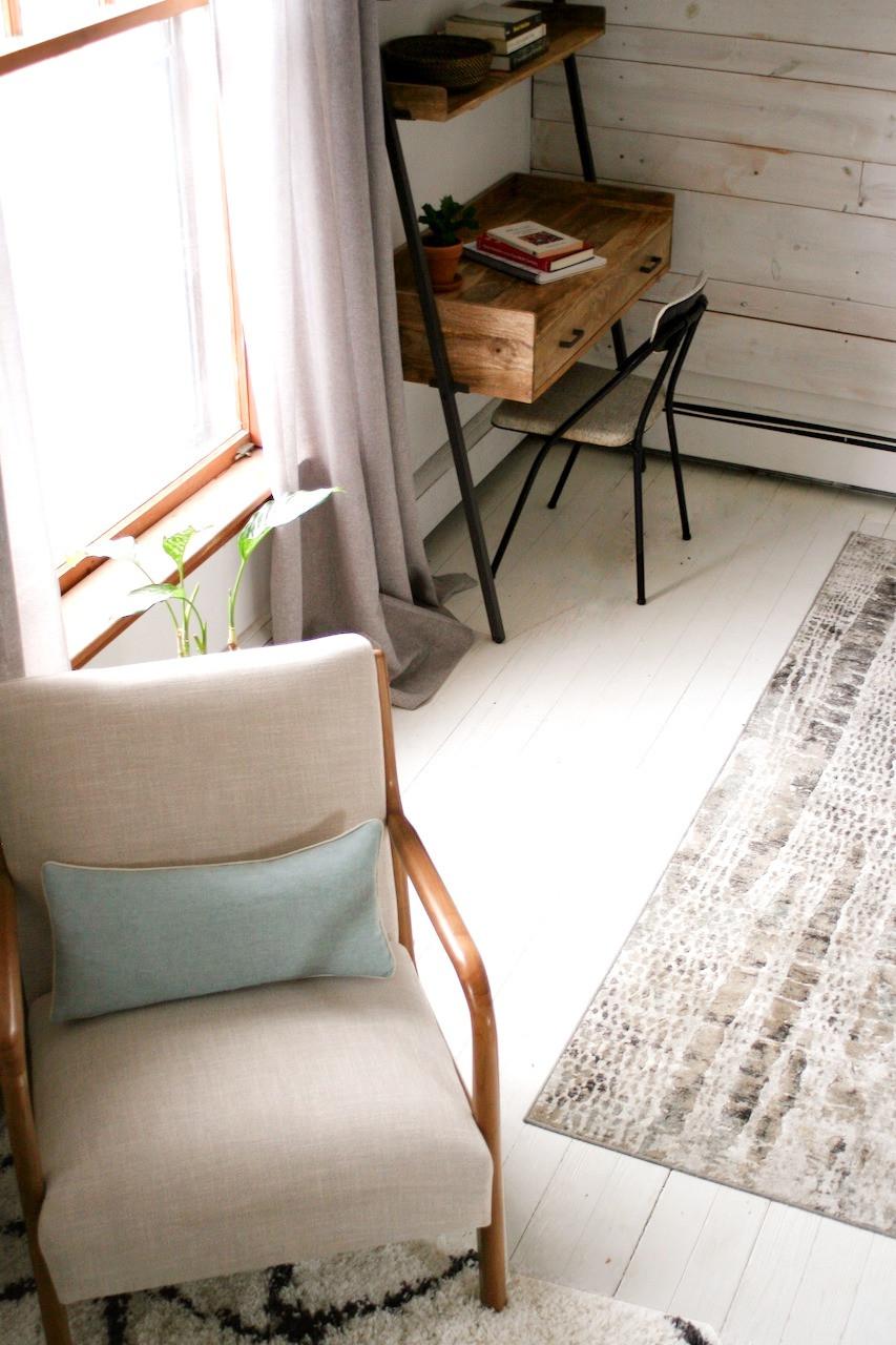 desk in guest bedroom