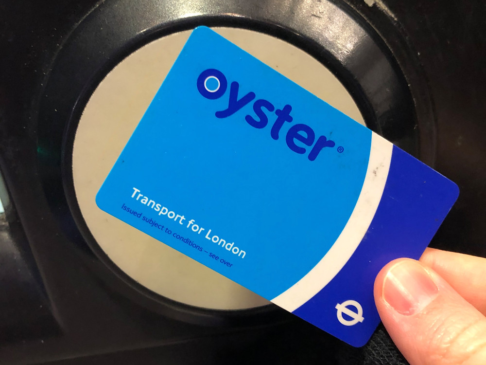 Topping up an Oyster Card on London's Underground
