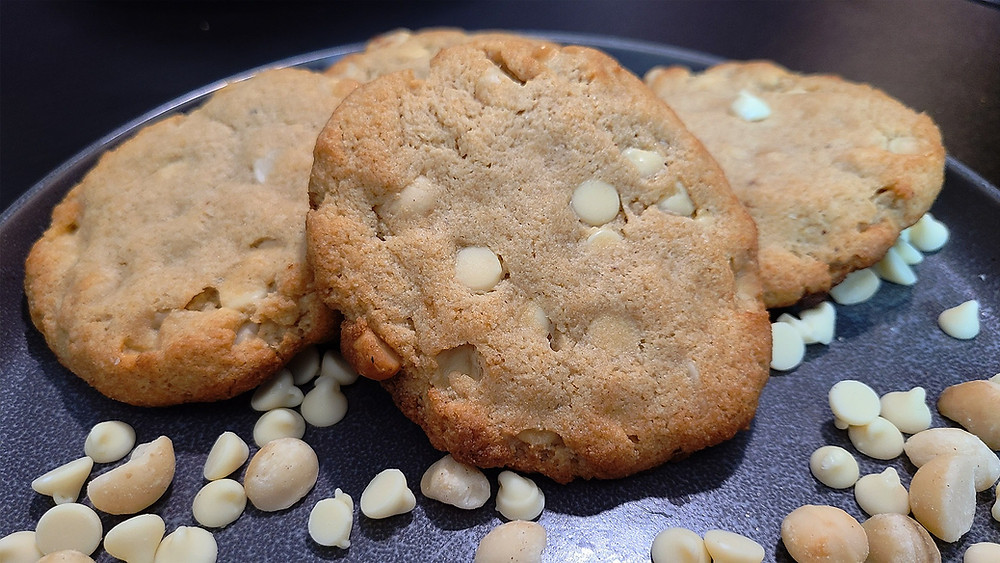 Keto White Chocolate and Macadamia Nut Cookies Recipe