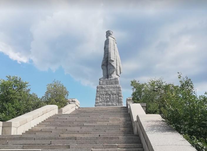 statue Alyosha  Plovdiv