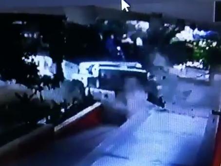 En Video: Así fue el impacto del bus que se estrelló contra oficinas del Dane