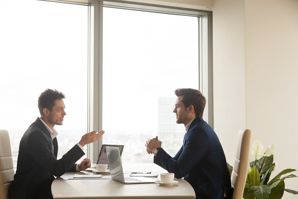 Berbincang untuk menggali dan mencari ide inovasi dari rekan kerja di kantor