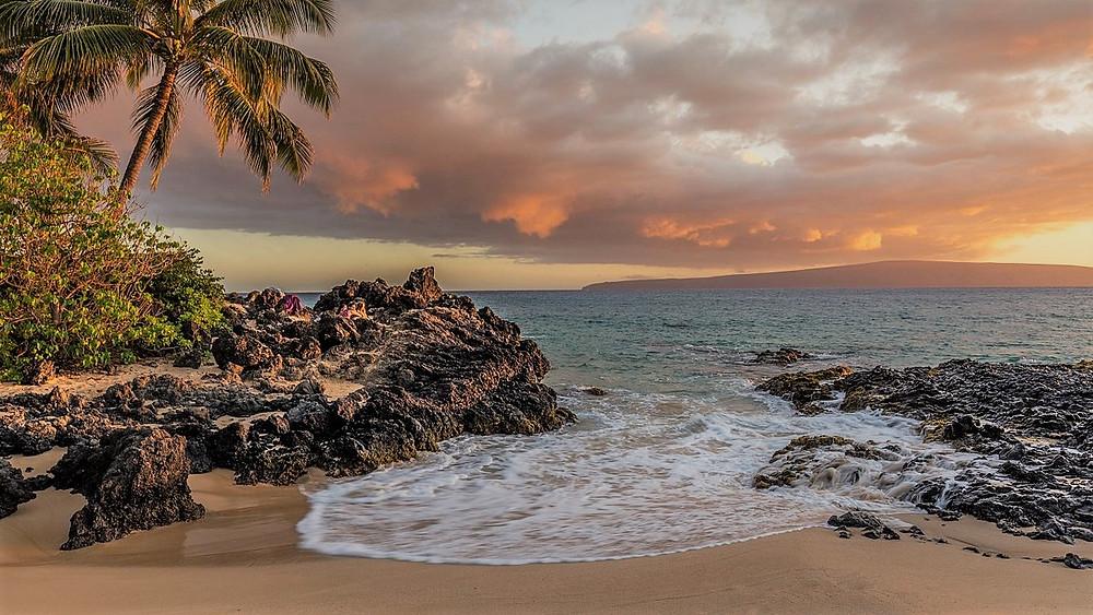 Waves crashing on Makena Cove's Secret Beach in Maui