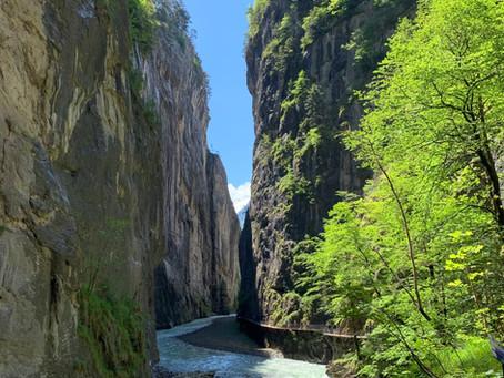 De paseo por la Garganta del Aare y la Catarata de Reichenbach, en Suiza