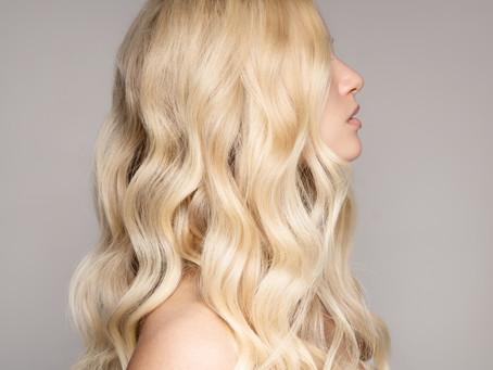 Gelbstich entfernen: Hilfreiche Tipps für blondes Haar