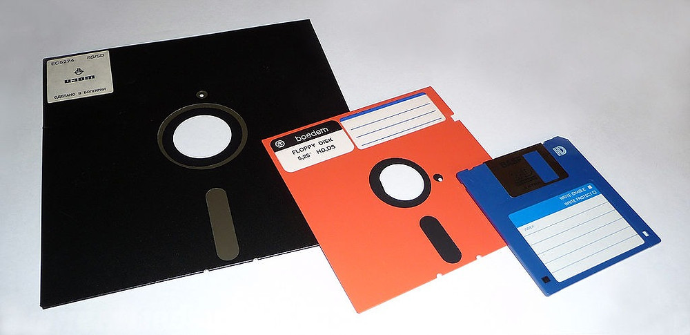 8 inch (Black), ​5 ¼ inch (Red/Orange), and ​3 ½ inch (Blue) floppy disks. The C64 used the one in the middle.
