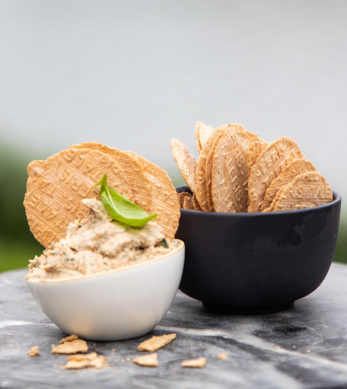 karšto rūkymo skumbrė su duonos traškučiai, užkandis, užkandis su žuvimi, Alfo Ivanausko receptai