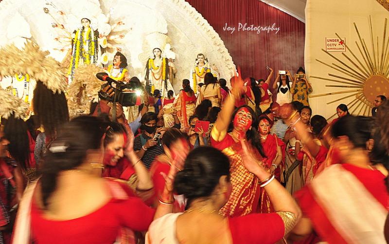bengali culture, sindurkhela in a probasi puja in delhi