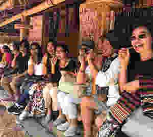 Kunjungan Wisatwan (Sumba Culture Trip) ke Kampung Adat Waipakoja - Sumba Tengah