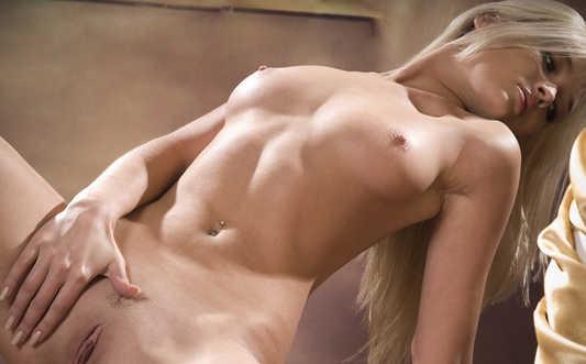 Eleonora Blonde Nude