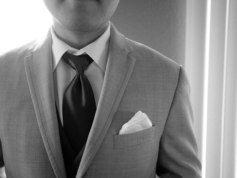 Groomsman tux detail in black and white