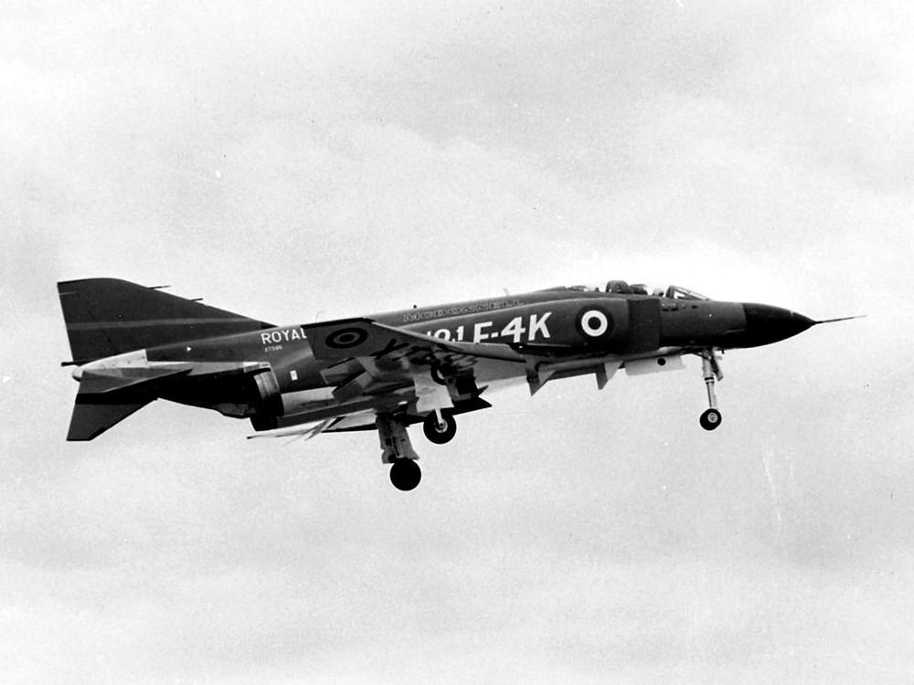 F-4k Phantom หมายเลข XT595 ที่เป็นเครื่องทดสอบลำแรกของF-4k