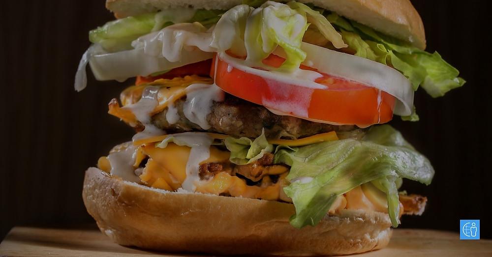Еден чизбургер содржи 30% од дневната потреба на витамин Б12