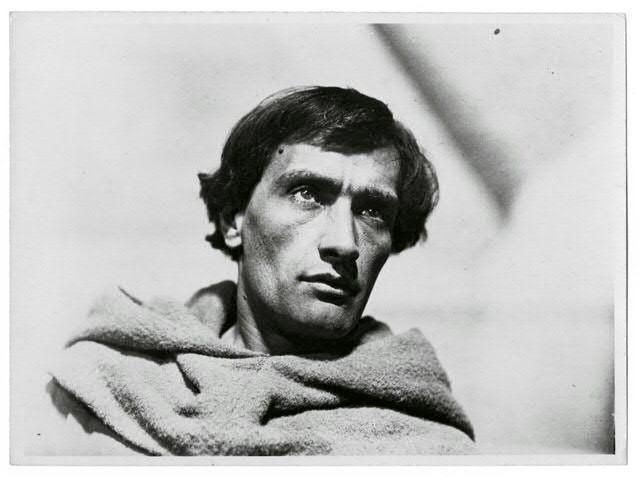 Antonin Artaud em La Passion de Jeanne d'Arc dirigido por Carl Theodor Dreyer, 1927