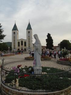 Ntra. Sra. Reina de la Paz y St. James Church