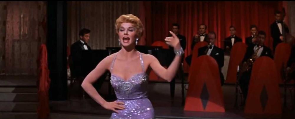 "Doris Day chantant ""Everybody loves my baby"""