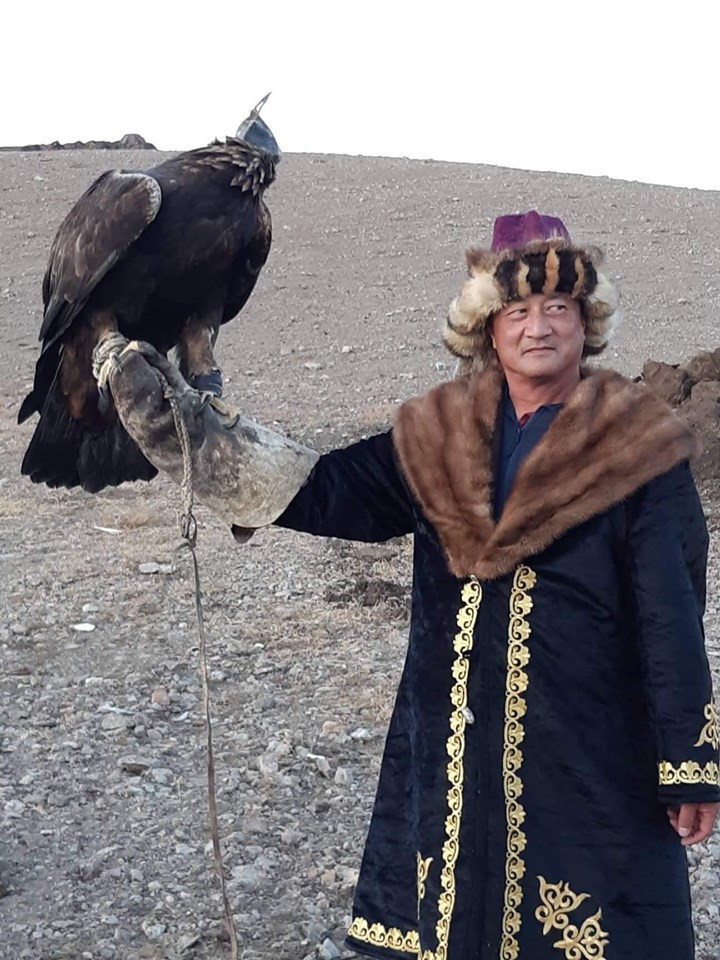 Altai Tavan Bogd eagle hunter
