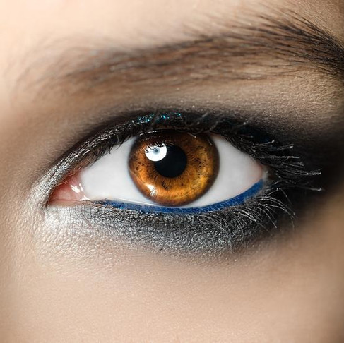 4 Tricks to Bring Attention to Your Eyes and Enhance Their Color