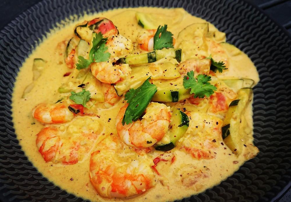 Wok de crevettes au curry et lait de coco, sauce gourmande aux épices