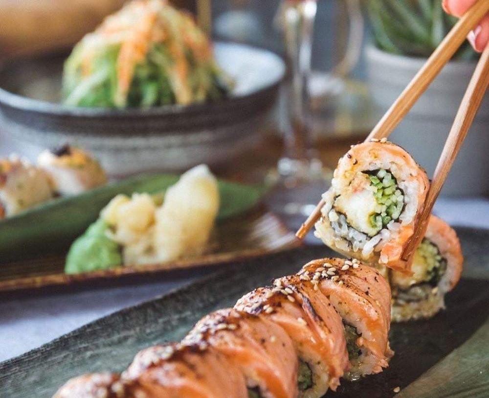 Salmon teriyaki on shrimp tempura | Φωτ.: Instagram Akita