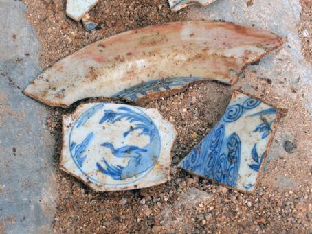 INAH recupera en Acapulco restos de cargamentos de porcelana china de más de 400 años.
