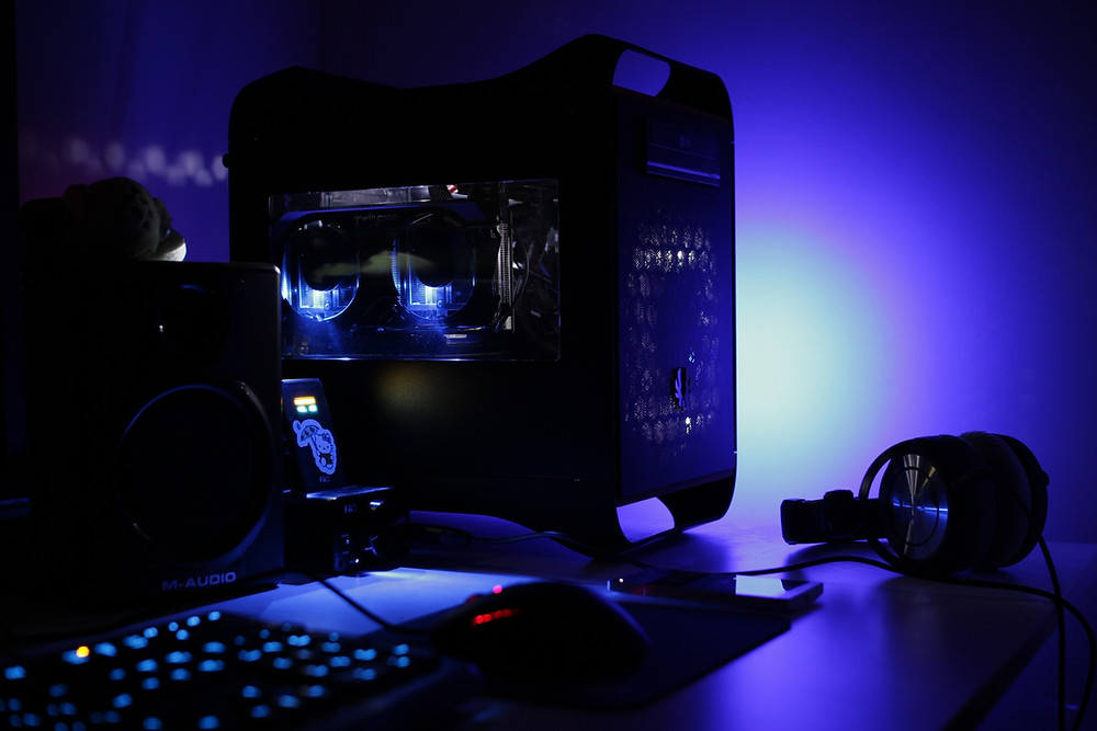 Gaming PC, mouse, gaming headset, keyboard, fans, PC Case