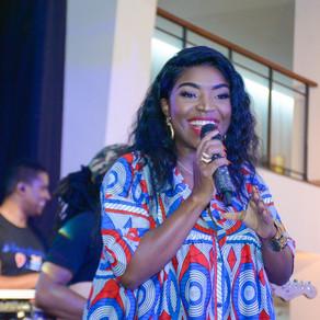 Pérola canta para os trabalhadores da Empresa ENI Angola