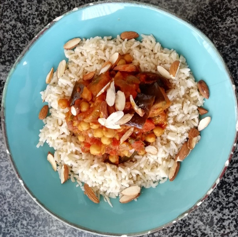 a super healthy vegetarian curry comprised of aubergine, courgettes, chick peas and brown basmati rice