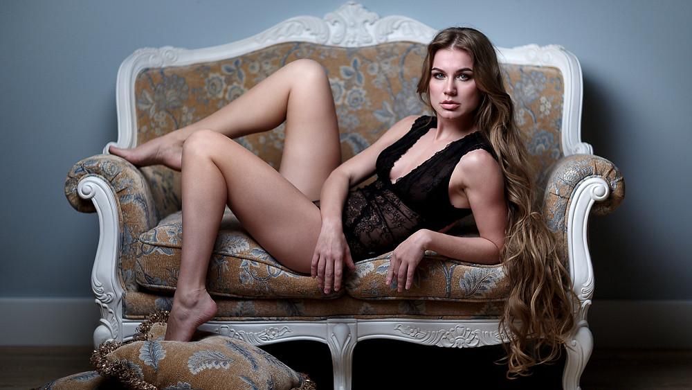 Couch pose, boudoir session, boudoir portrait